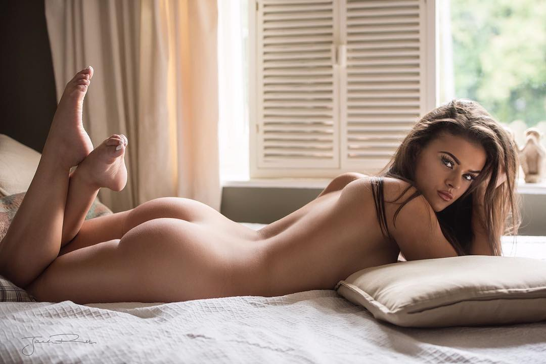 Girl Sexy Bed Topless Nude Lips Horny Pornhd 1